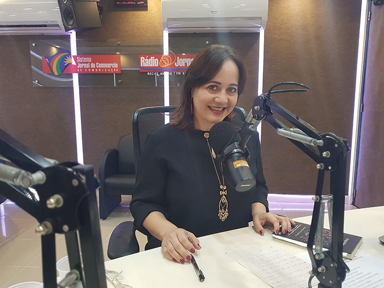 Giorgia Matos em entrevista na radio - Janeiro Branco