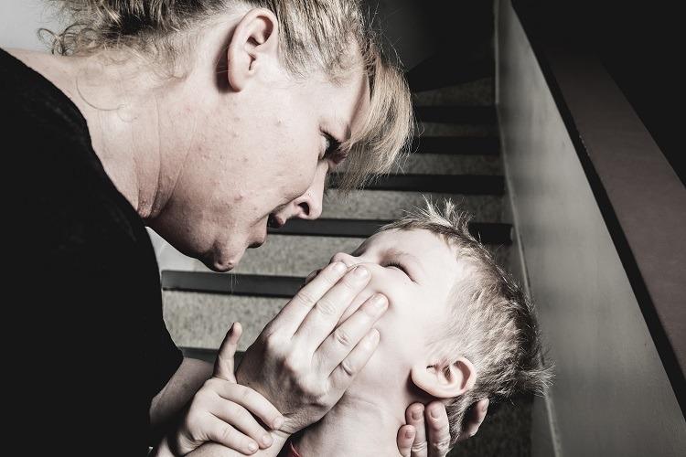 violência contra a criança, negligência, abandono